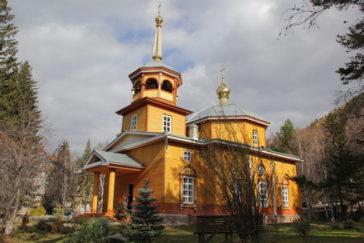 Никольская церковь. Поселок Листвянка